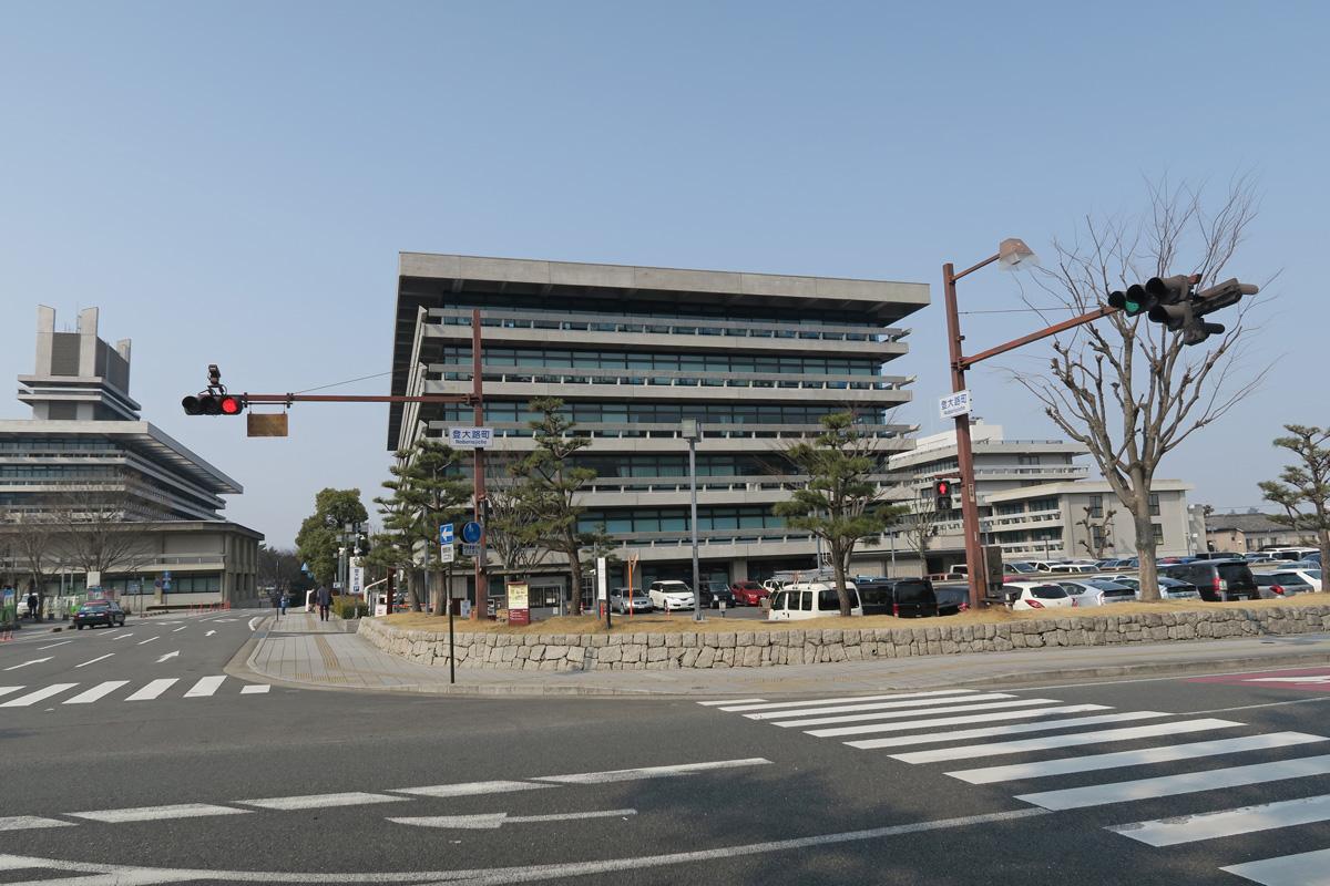 県庁駐車場から出発。土日は1日1000円。
