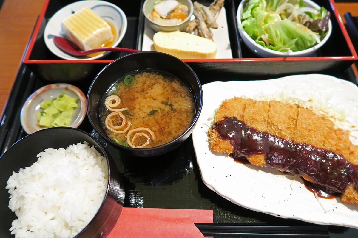 奈良のブランド豚のポークカツ膳。