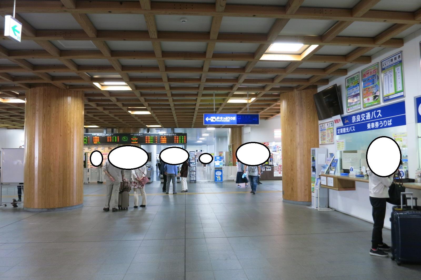 JR奈良駅到着です。近鉄奈良駅より混雑していなくて、落ち着いた感じでした。