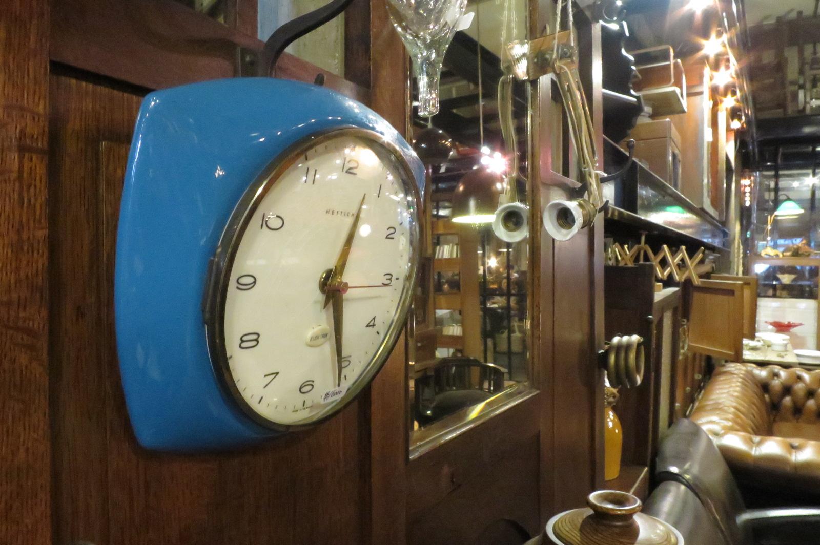 壁掛け時計¥16,000円。