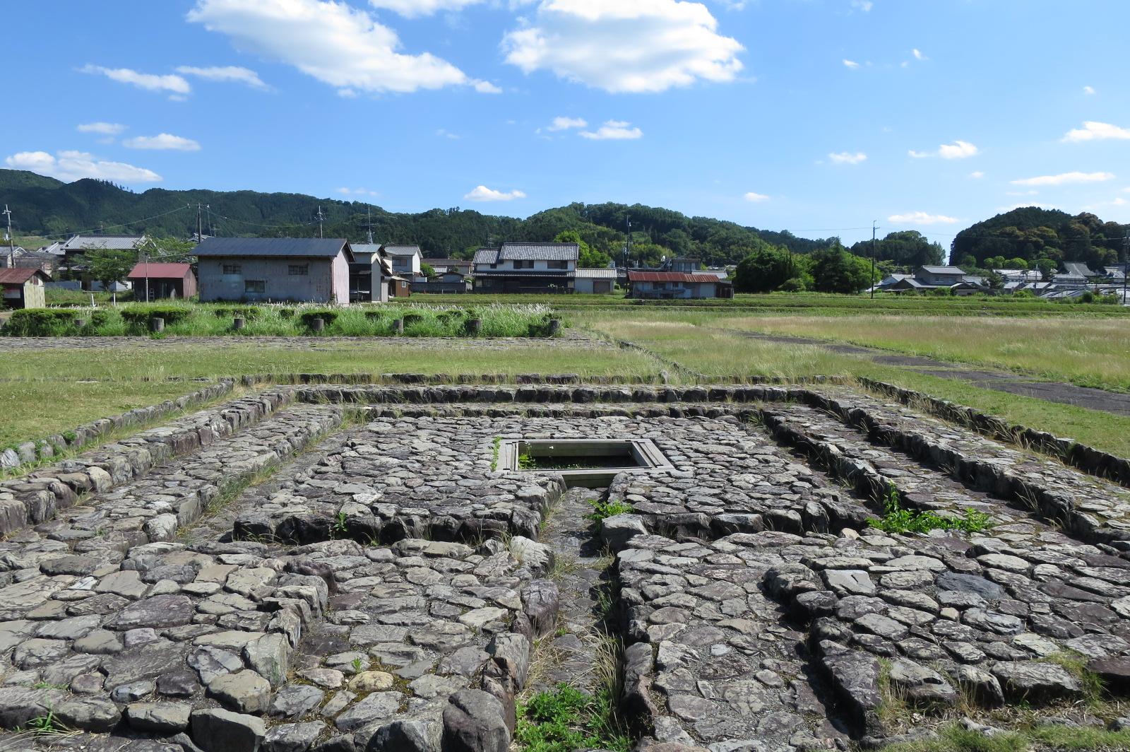 飛鳥板蓋宮は、中大兄皇子・中臣鎌足が大化改新を断行し、蘇我入鹿を殺害したと言われる場所。
