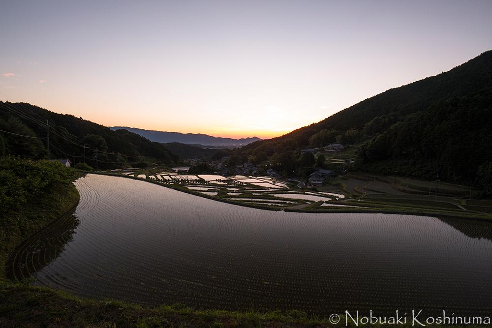 これは一眼レフで撮影したものです。美しい夕焼けでした!