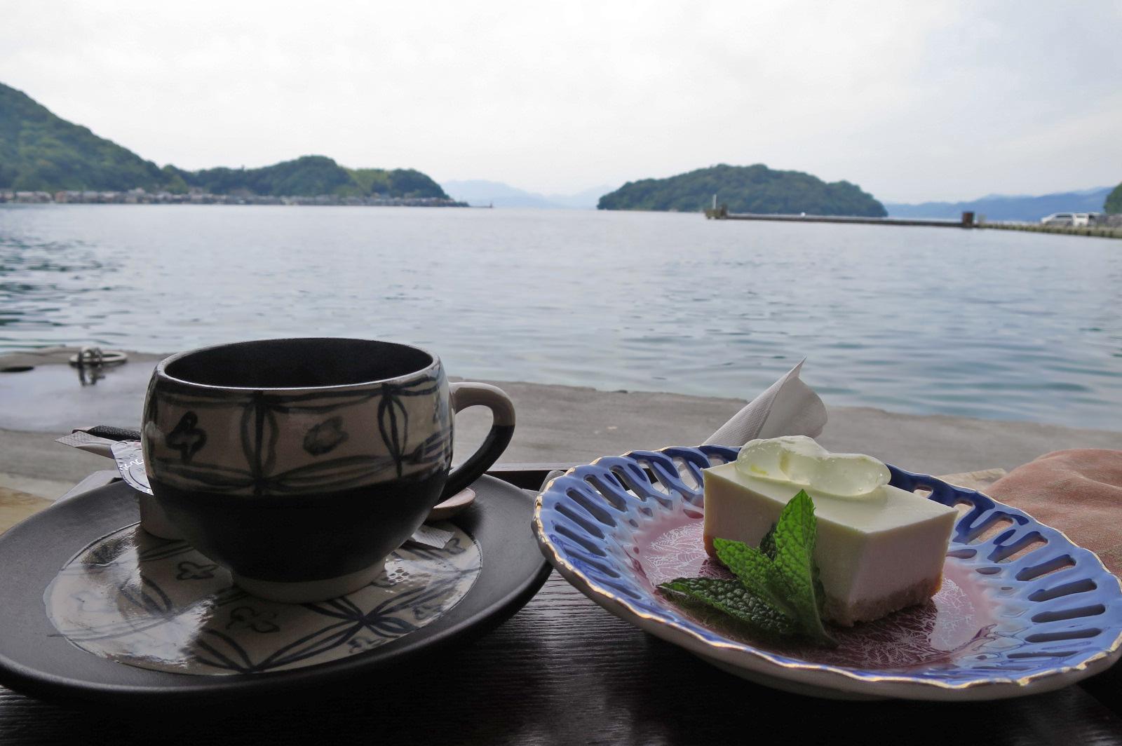 せっかくなので、海側の席でコーヒーとチーズケーキをいただきました!!おいしぃーーーー。