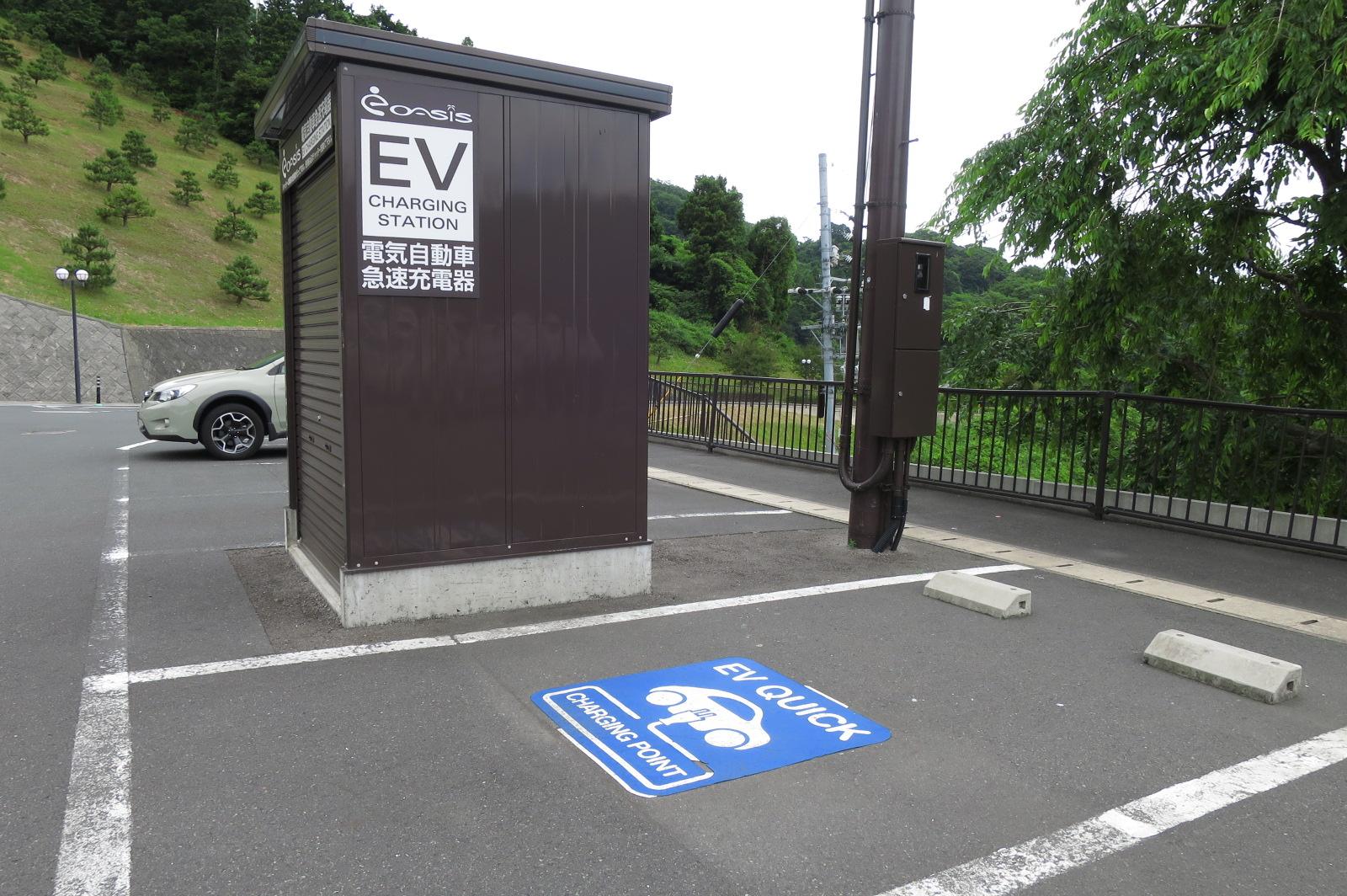 電気自動車の急速充電器もありました。EV車でも安心してお越しください!