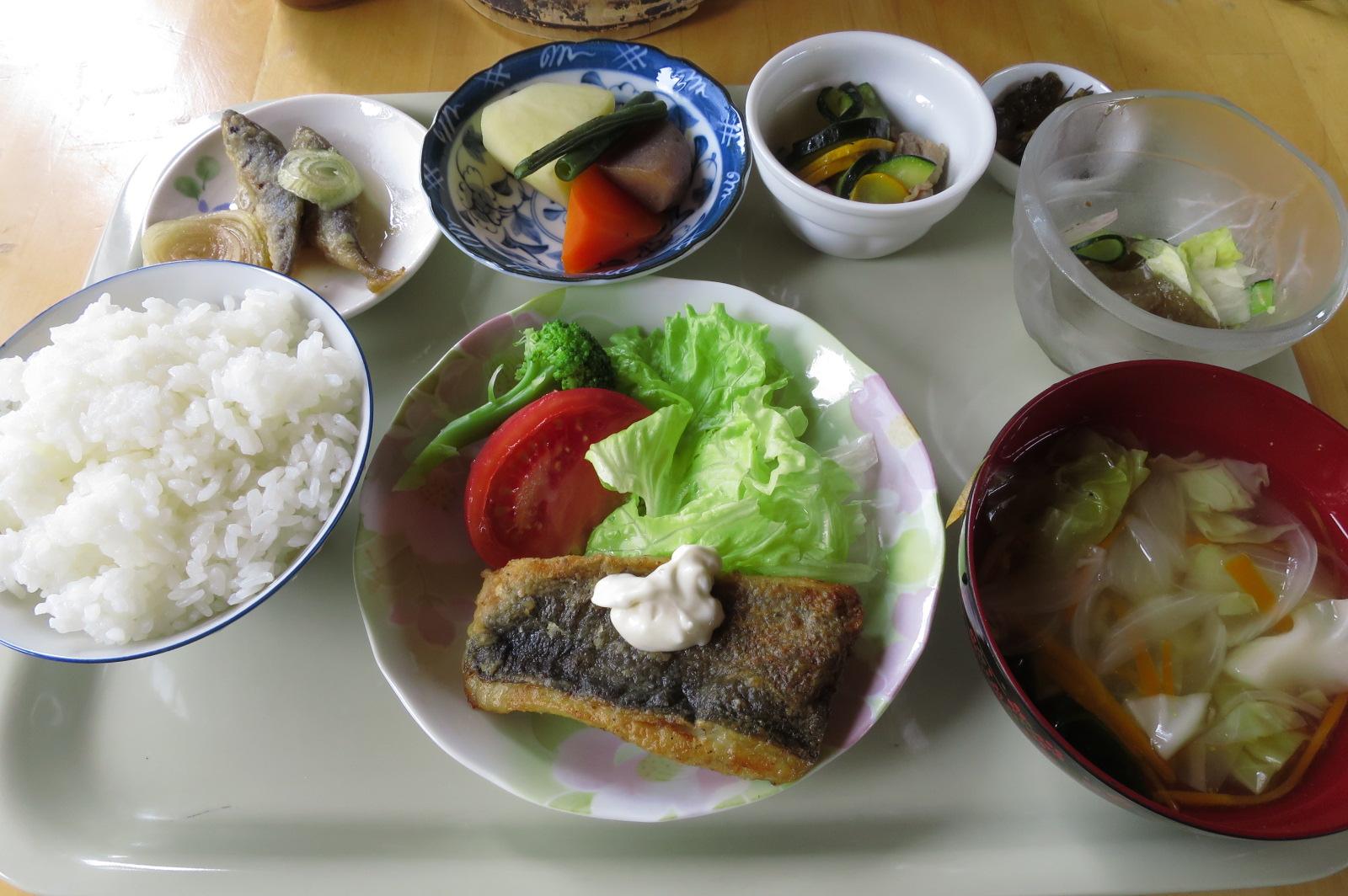 ジャーン、これが500円!質素ですが、味付けも良く、すべて美味しかったです!きれいに完食。