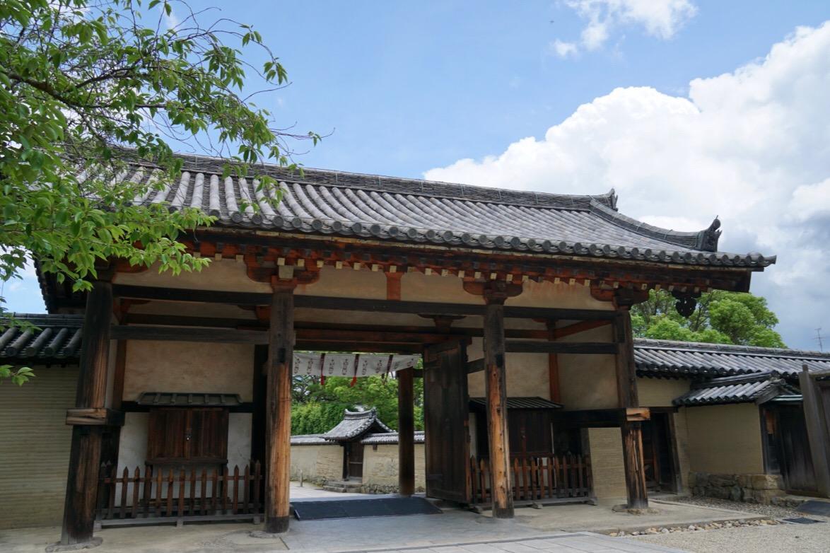 東大門。奈良時代のものです。