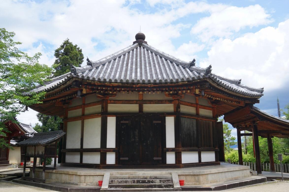 鎌倉時代に再建されていますが、こちらもとても美しいです。