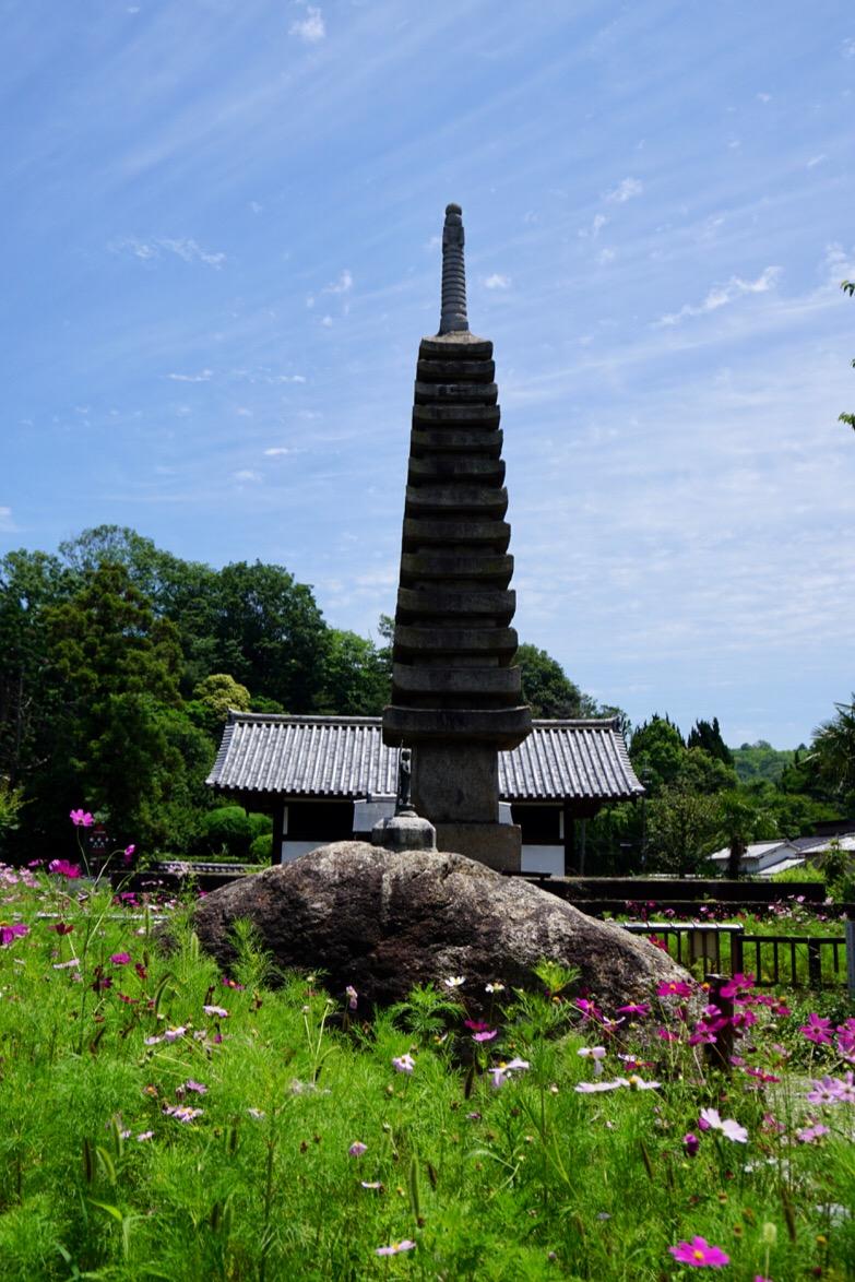 十三重石宝塔。基本最古の石塔。