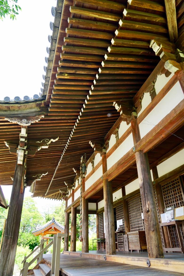 本堂。江戸時代のもの。1667年戦国の兵火で焼失して再建されました。