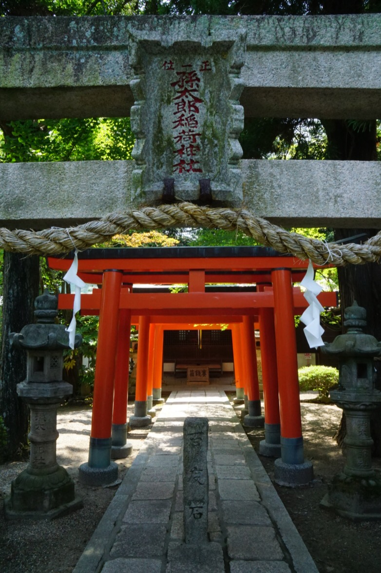 稲荷神社がありました。