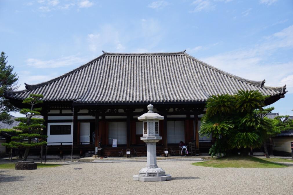 法華寺本堂。1601年の再建です。