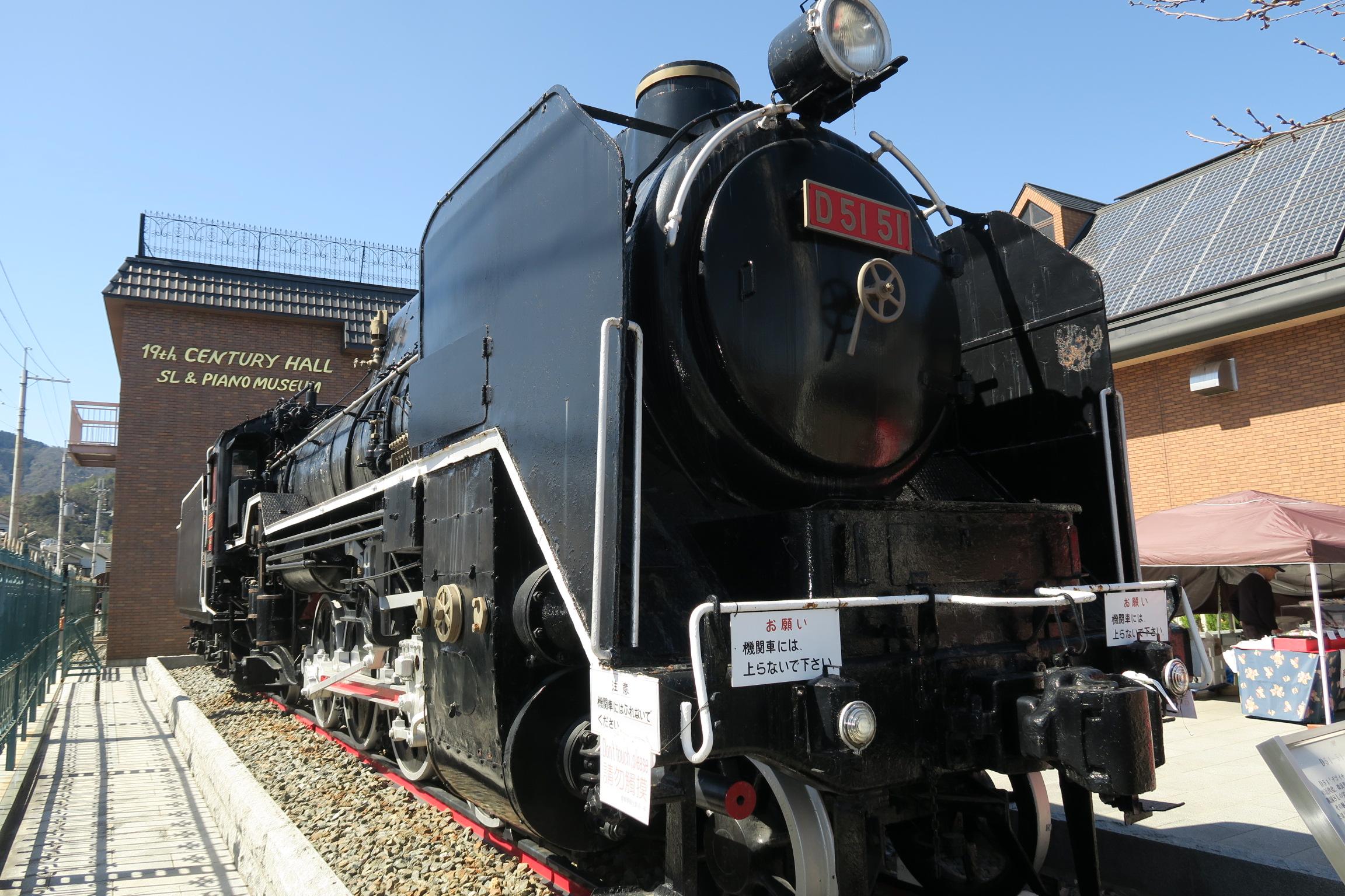 蒸気機関車D51です。トーマス好きのお子様なら「ヒロが見れるよー」と言えば駅まで元気に走るかも!?