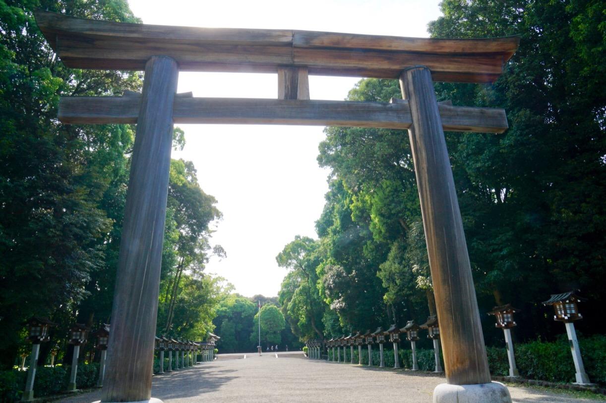 近くには橿原神宮があります。