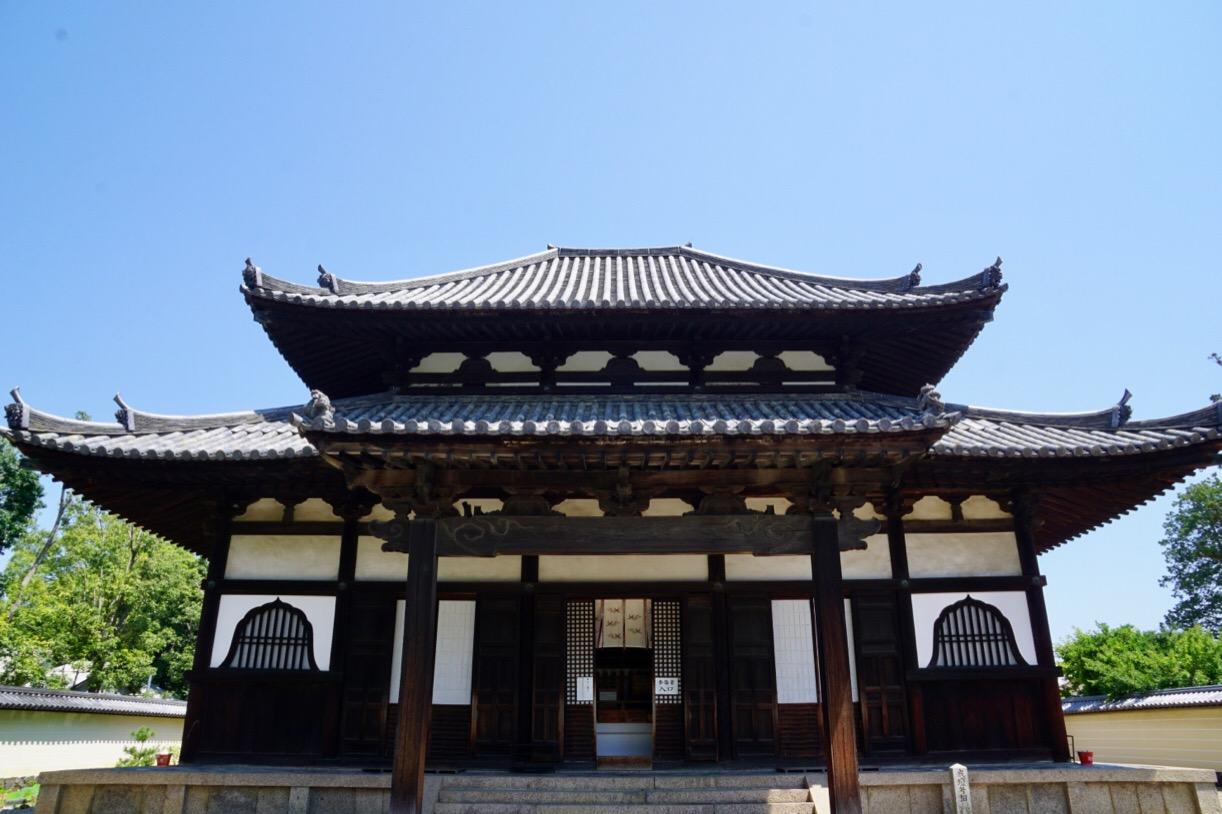 東大寺戒壇堂。