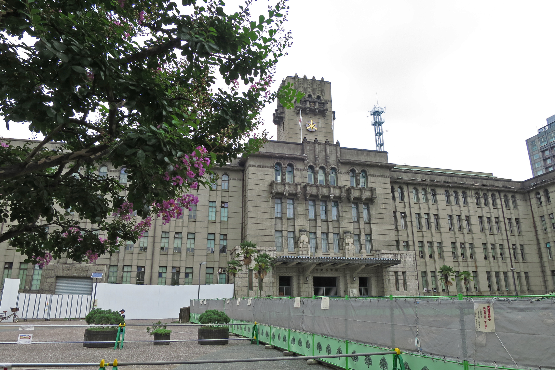 少し寄り道。政令指定都市の市役所では一番古い(昭和6年完成)京都市役所。これも素敵な建物ですね。