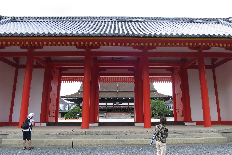 重要な儀式を執り行う紫宸殿(ししんでん)。最も格式の高い正殿になります。