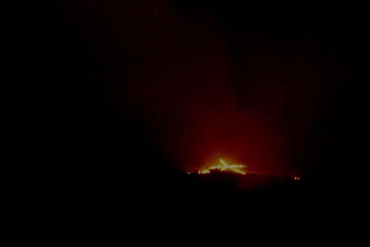 春日大社飛火野へ。慰霊祭の後大文字送り火が始まります。下の方が見えなくて残念でした。
