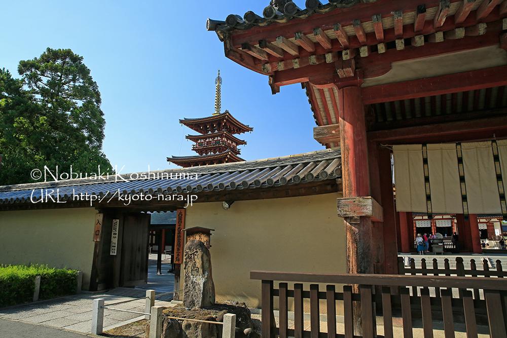 世界遺産の薬師寺前。南都七大寺のひとつ。