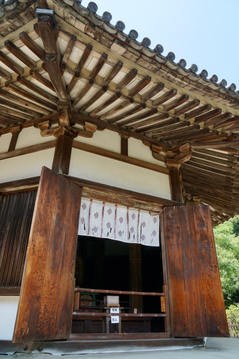 法隆寺夢殿と同じく奈良時代から残る貴重な建物です。