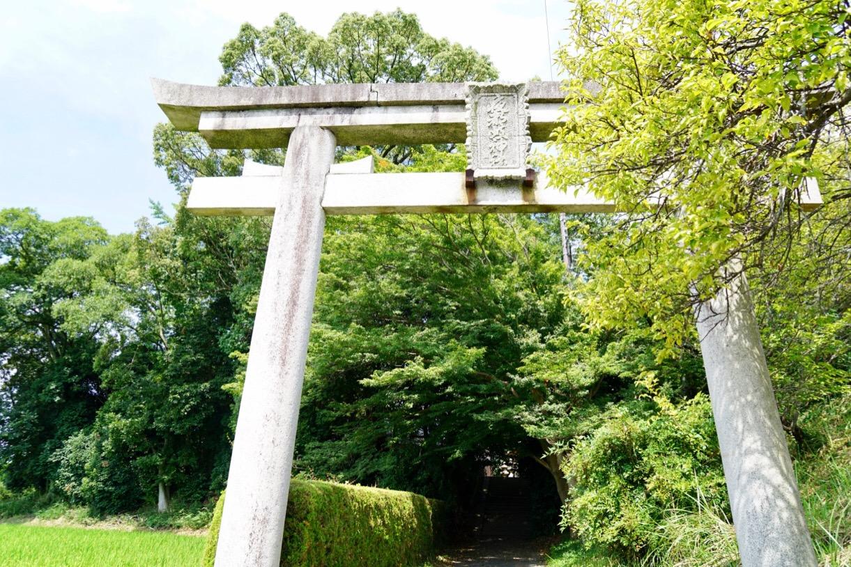 石の鳥居 宮山(たいこ山)と呼ばれる前方後円墳です。