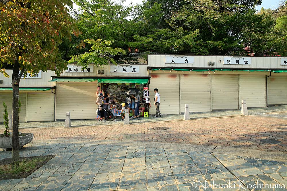 日曜日で館顧客も多い日ですが、休日は休む・・・のが奈良です。ガソリンスタンドも休みの所が多いです。