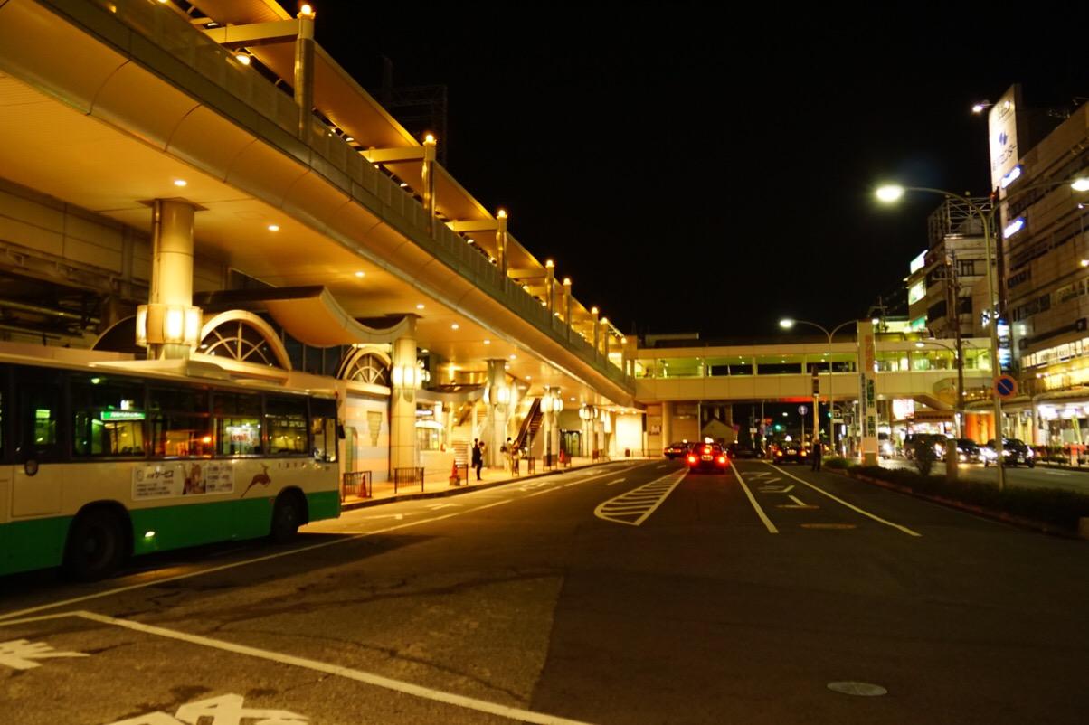 近鉄生駒駅を降りて参道を歩いていきます。