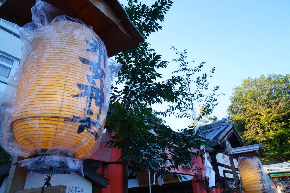 猿沢池のすぐ横に采女神社があります。