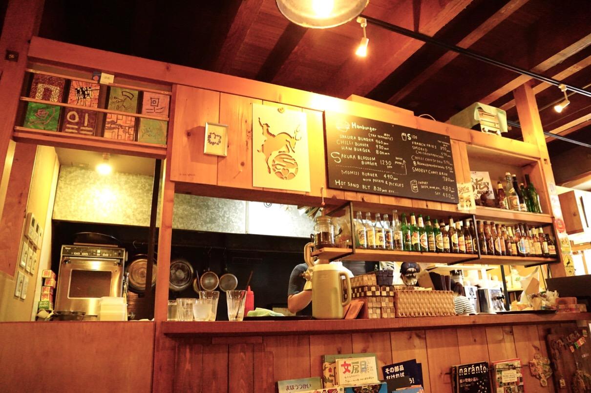 奈良駅からすぐのさくらバーガー とてもおしゃれなお店です。