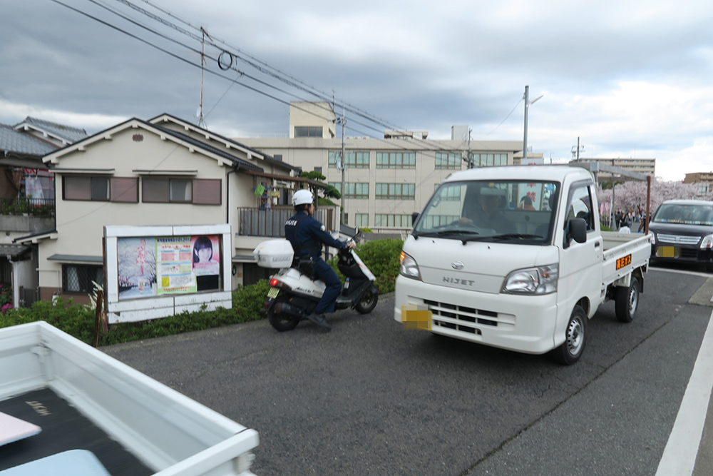 関西の警察官はカブではなく、スクーターが多いです。