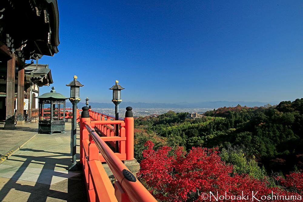 本堂からは大和平野が一望できます。天気に恵まれ眺望は素晴らしかったです。