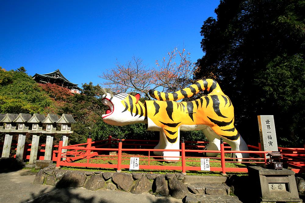 いろいろな素材で作られたトラがあちこちに!何頭いるのか数えてみるのも楽しいかも。。。