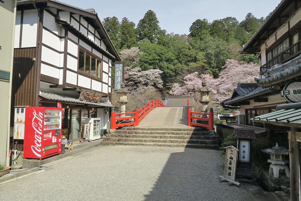室生寺にはここを曲がります。