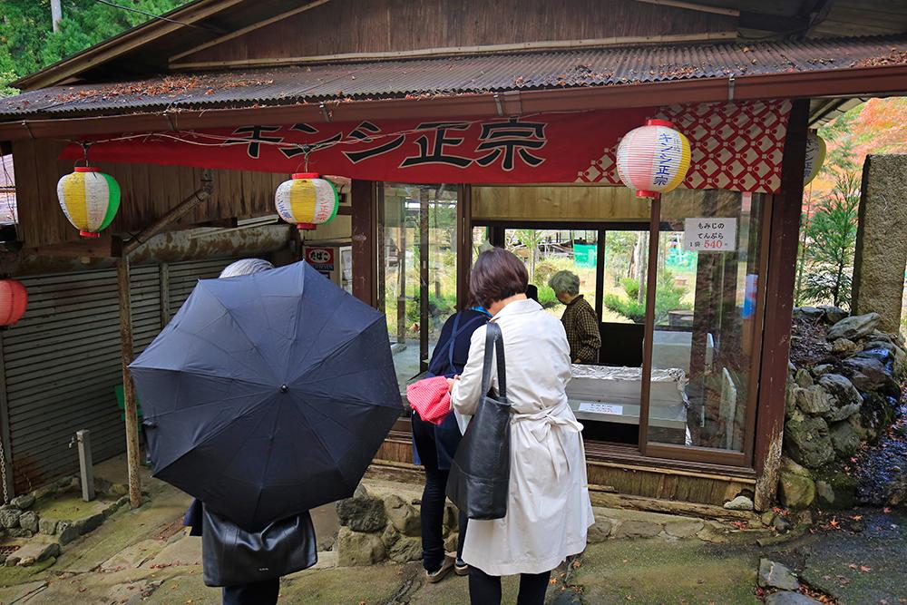 1袋540円で、もみじ天ぷらが売ってます。結構売れているんですよね、食べてみたかったなぁ。。。