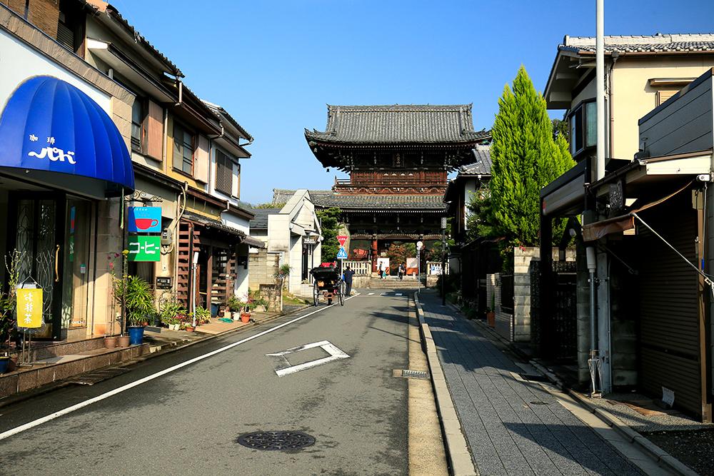 天龍寺から北方向に歩いて15分の所にある清凉寺(せいりょうじ)。通称・嵯峨釈迦堂と言います。