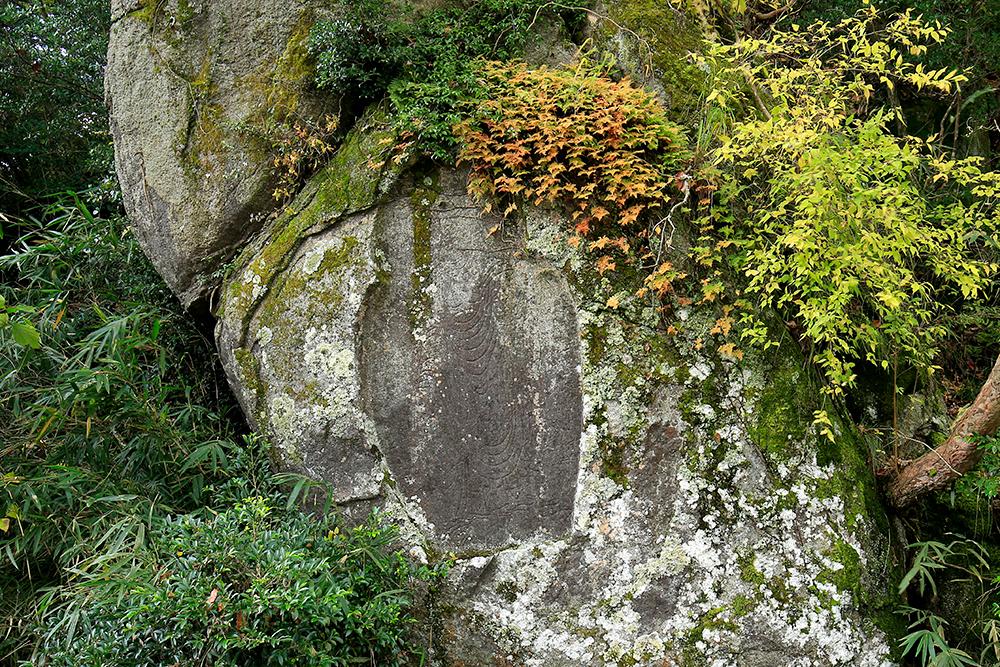 弥勒磨崖仏(みろくまがいぶつ)。もう少しで岩船寺です!