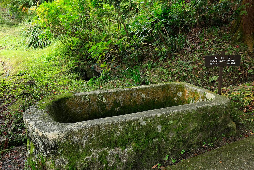 岩船寺に到着!これは岩船寺門前石風呂です。修行僧が身を清めたと言われています。