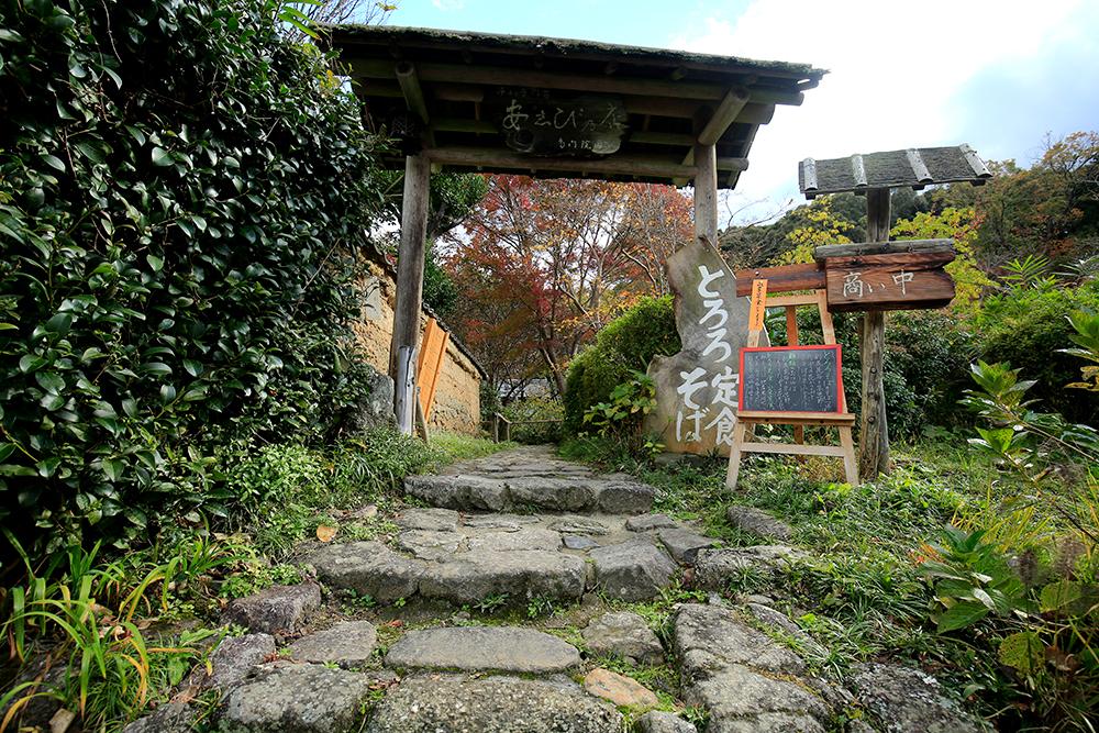 浄瑠璃寺山門手前にある食事処。雰囲気もよく、ゆっくりくつろげそうですが、まだ入ったことないです。