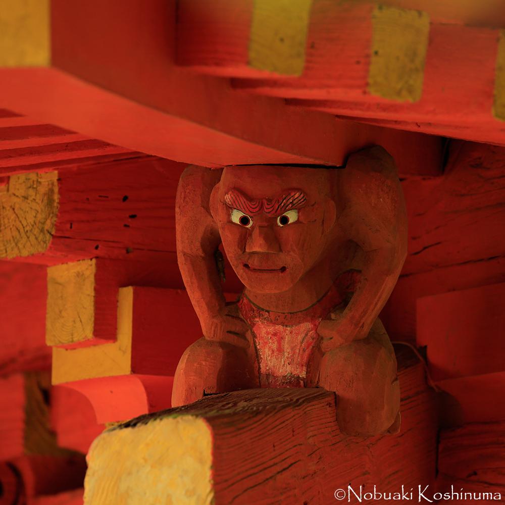 表情も豊かです。ぜひ三重塔の屋根下もご覧ください!