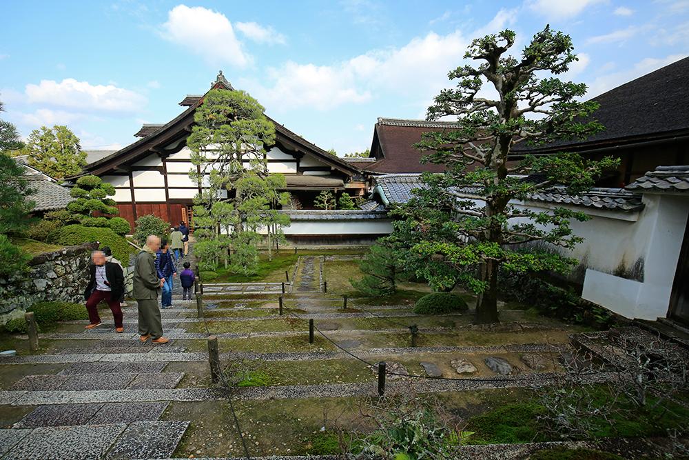 庫裏(くり)。僧侶の居住する場所です。