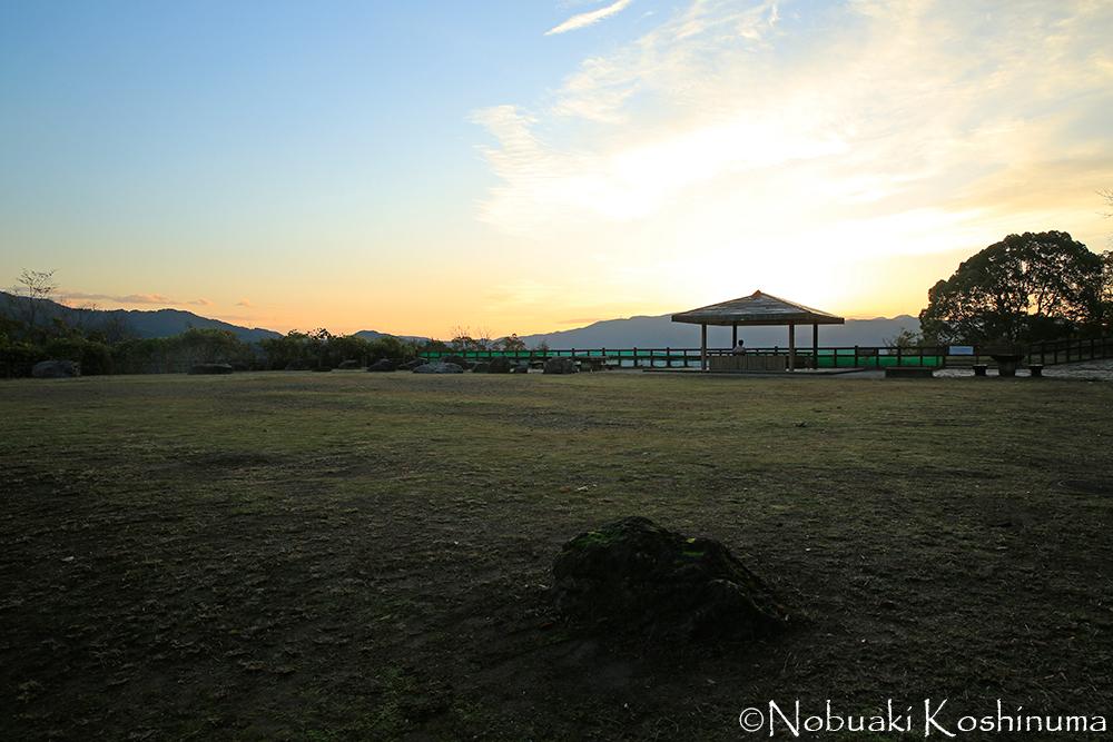 東山山頂公園から見る朝日。まだ将軍塚青龍殿には入ることができません。