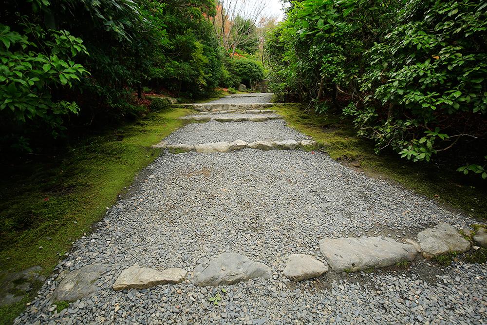 同じような階段でも石の形を変えていますね。ご覧の通りです。