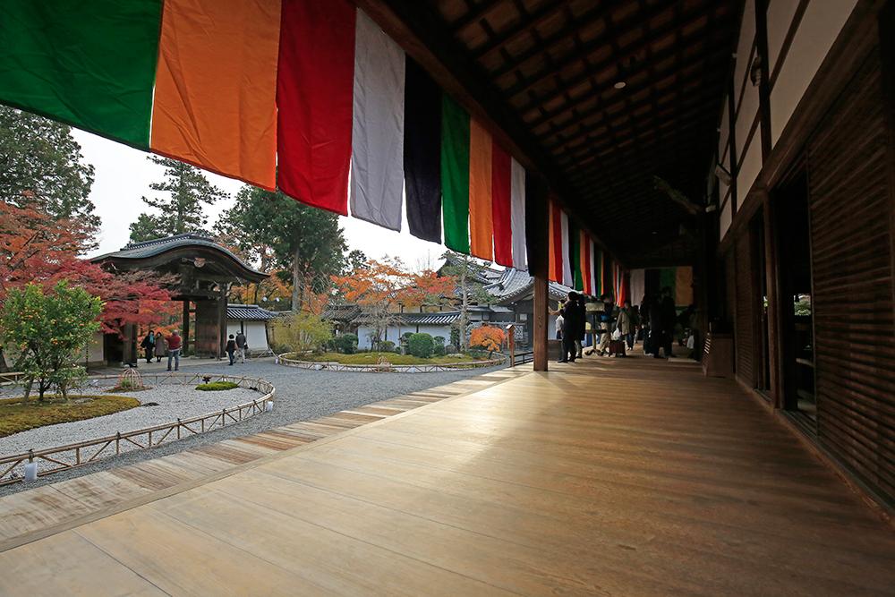 本堂から勅使門を撮影。京都市指定文化財。