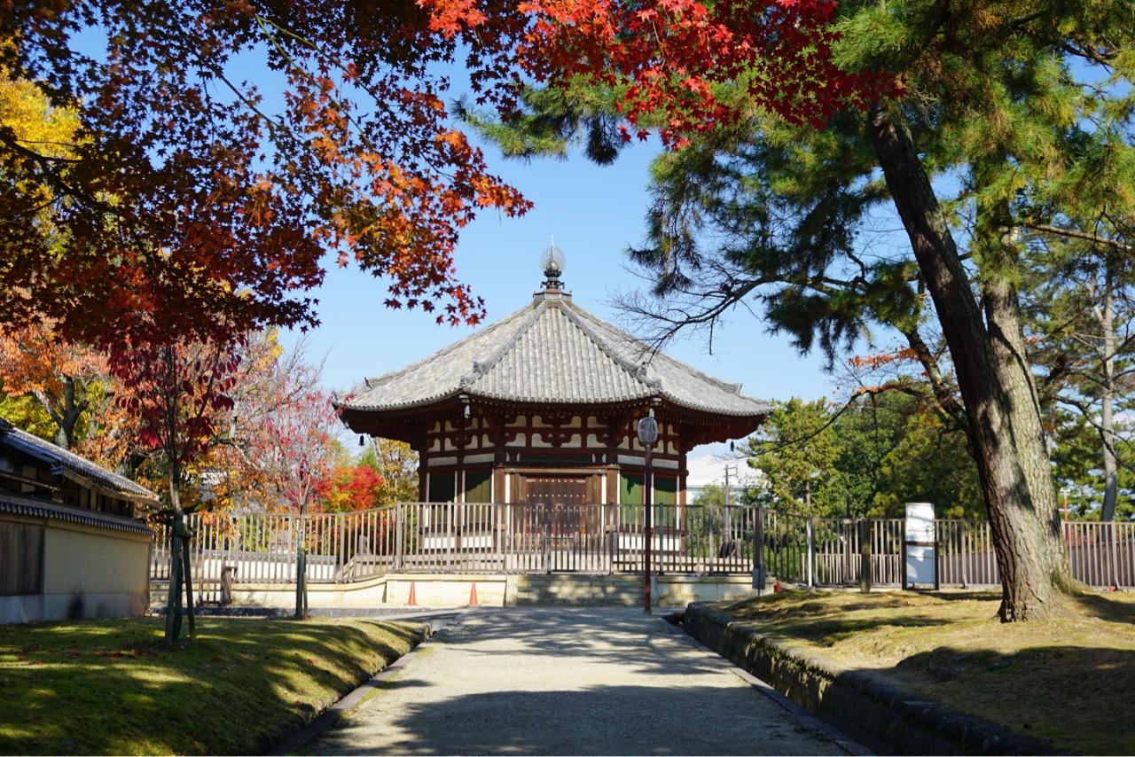 南円堂 新緑の季節もとても綺麗ですが、紅葉も素晴らしいです。