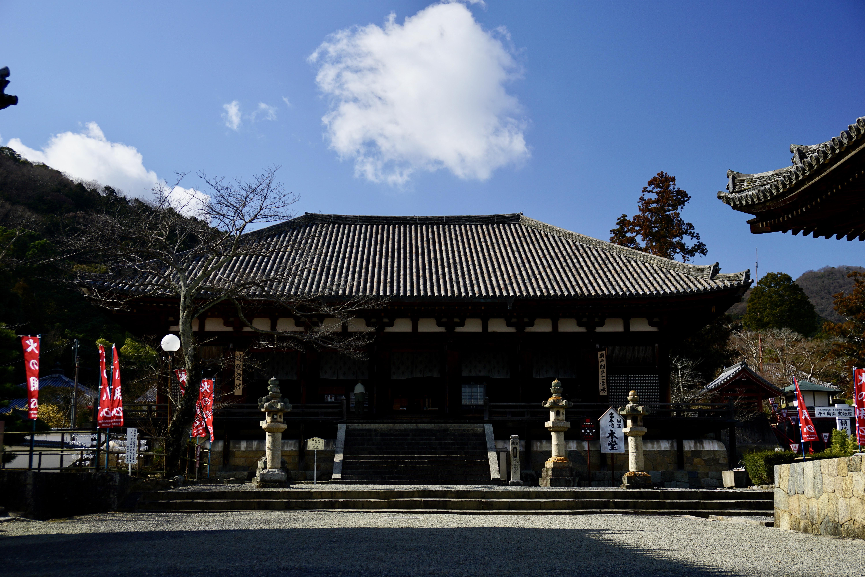 當麻寺 とても大きくて離れないと写真に収まらないほどです。