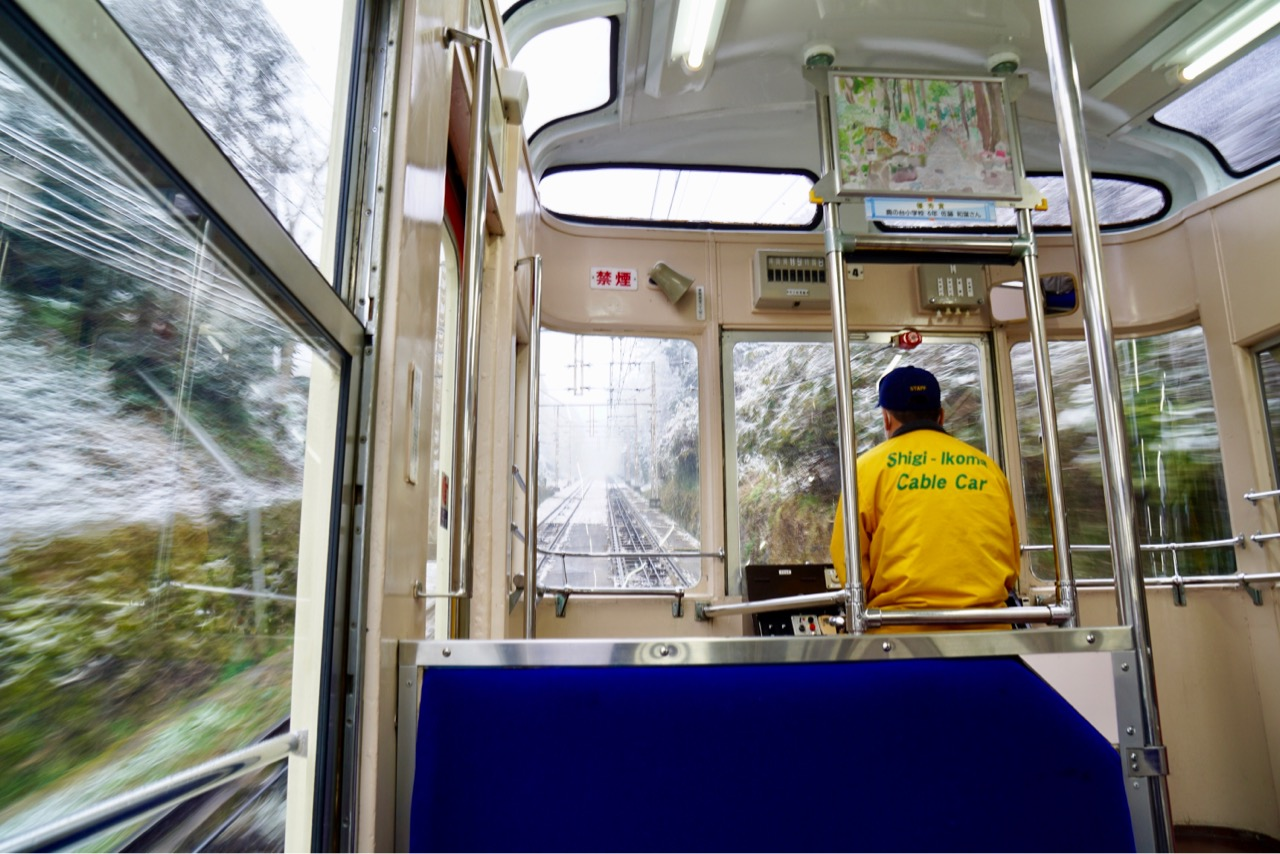 生駒駅からケーブルカーで行きます。