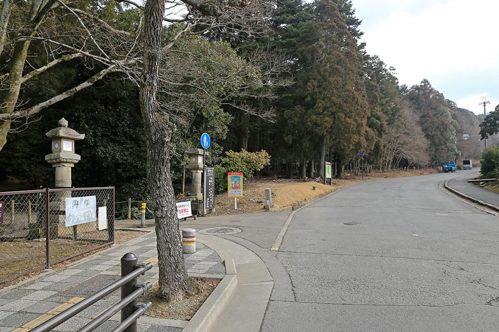 春日大社の南側。新薬師寺も近い場所です。
