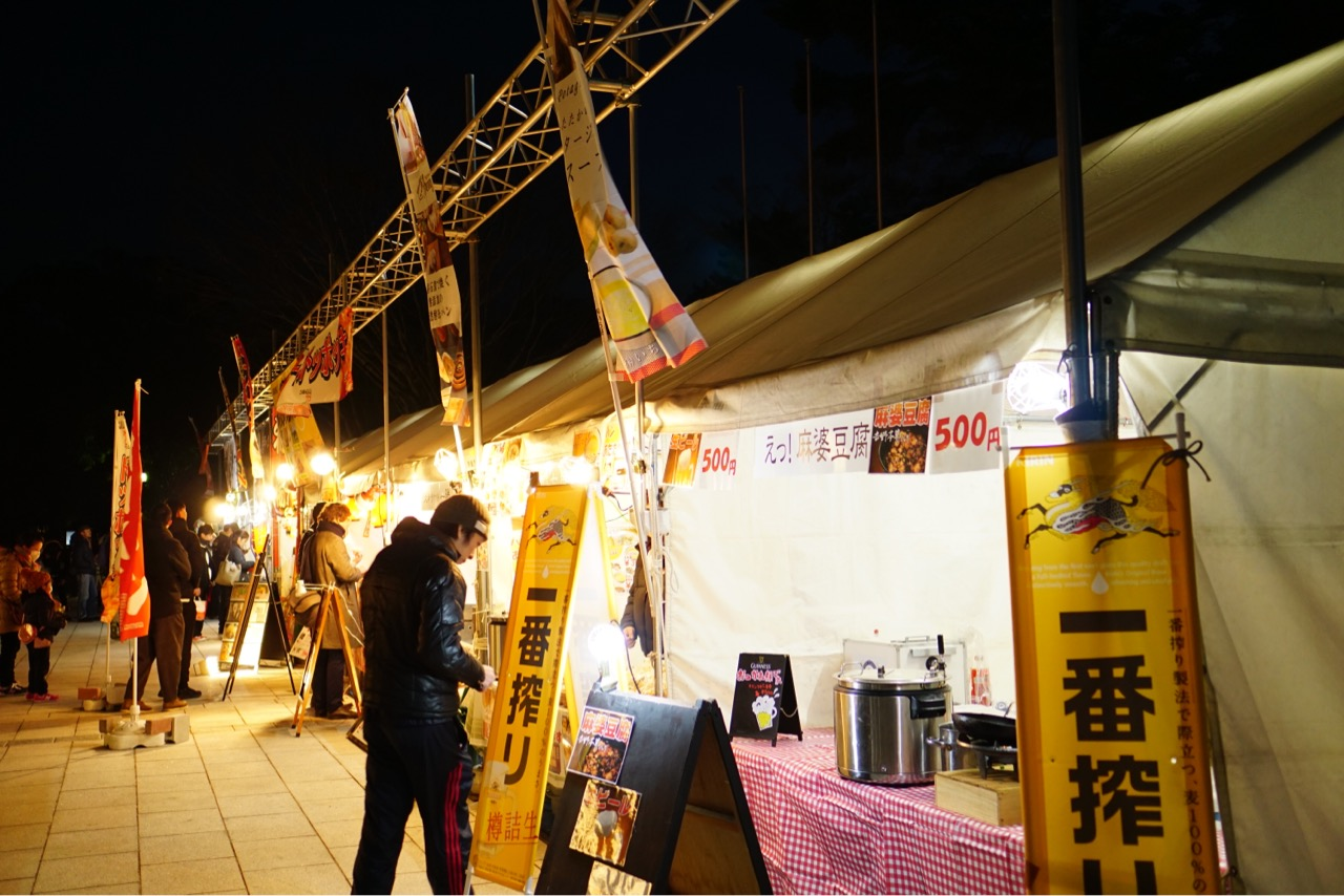瑠璃絵マーケット 奈良を代表する店舗が並びます。