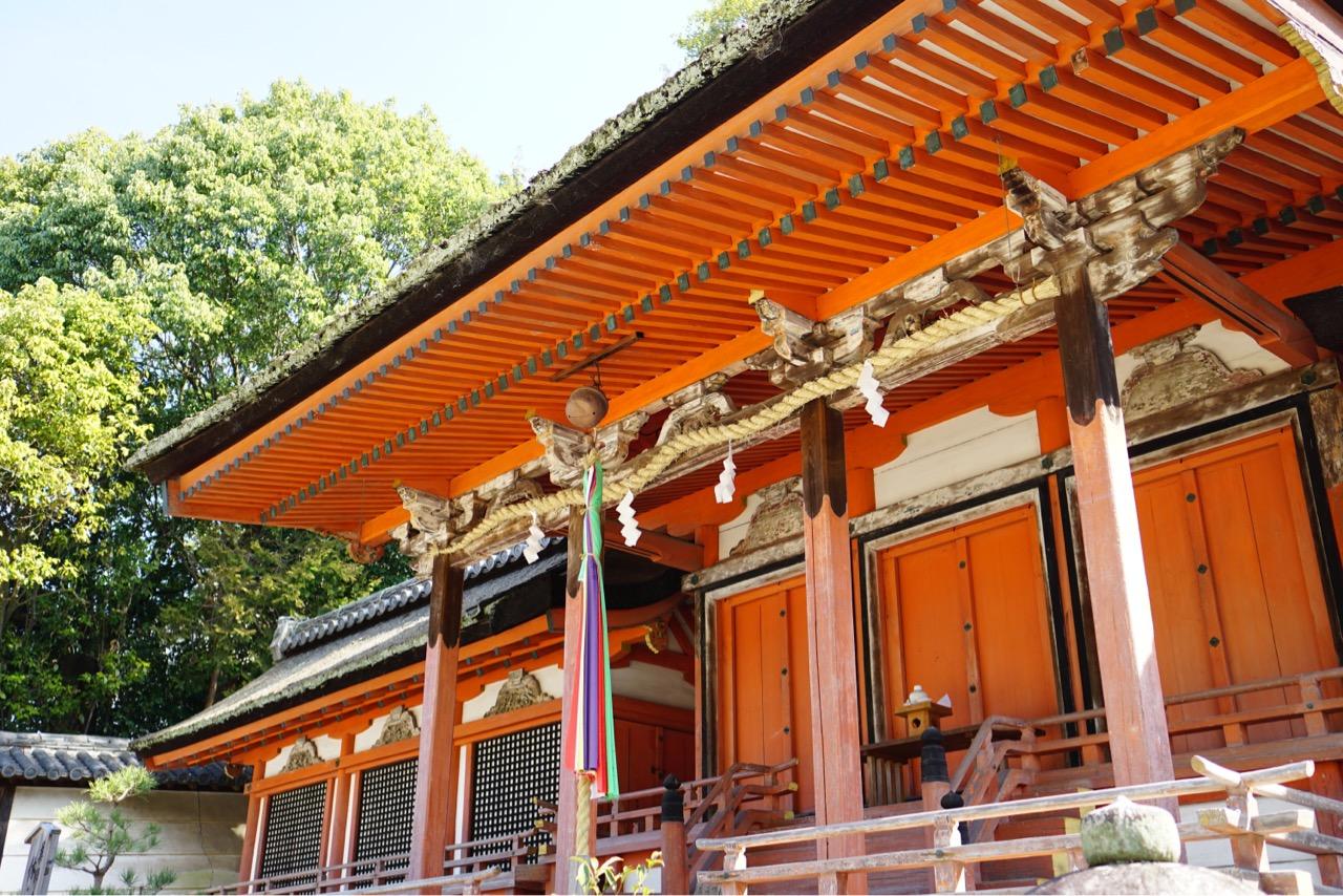 薬師寺の鎮守です。1603年の建物で雰囲気があります。