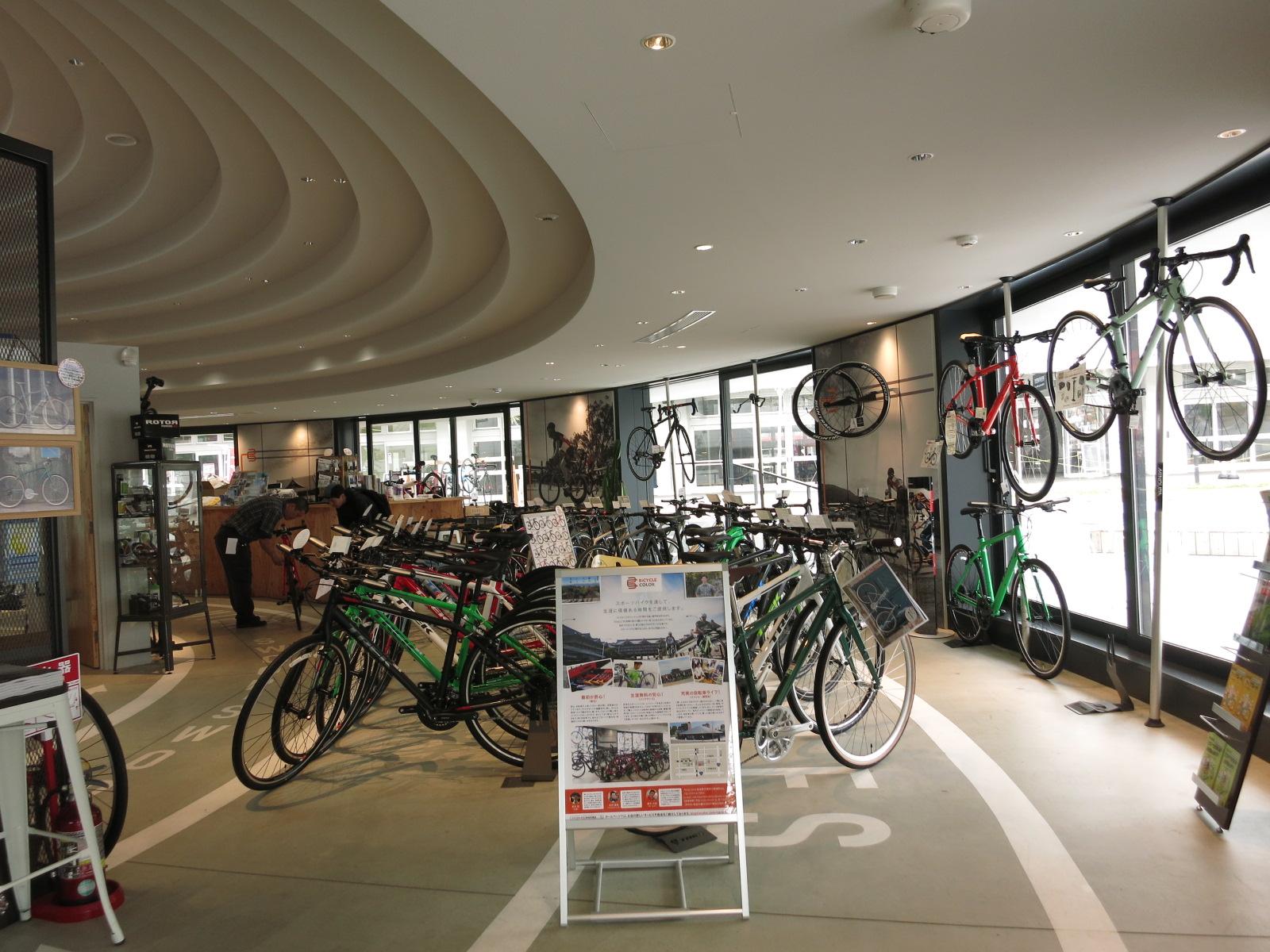 中には、レンタサイクル&バイクショップもありました。ここで自転車をレンタルするのも観光に良さそう。