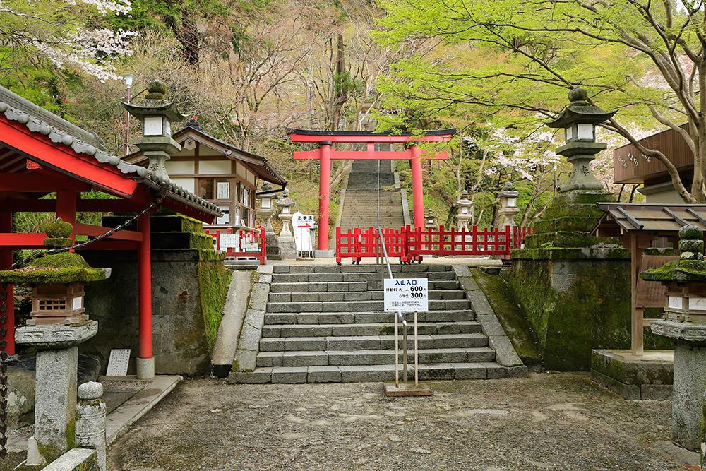 談山神社の鳥居前。う~さむい。。。